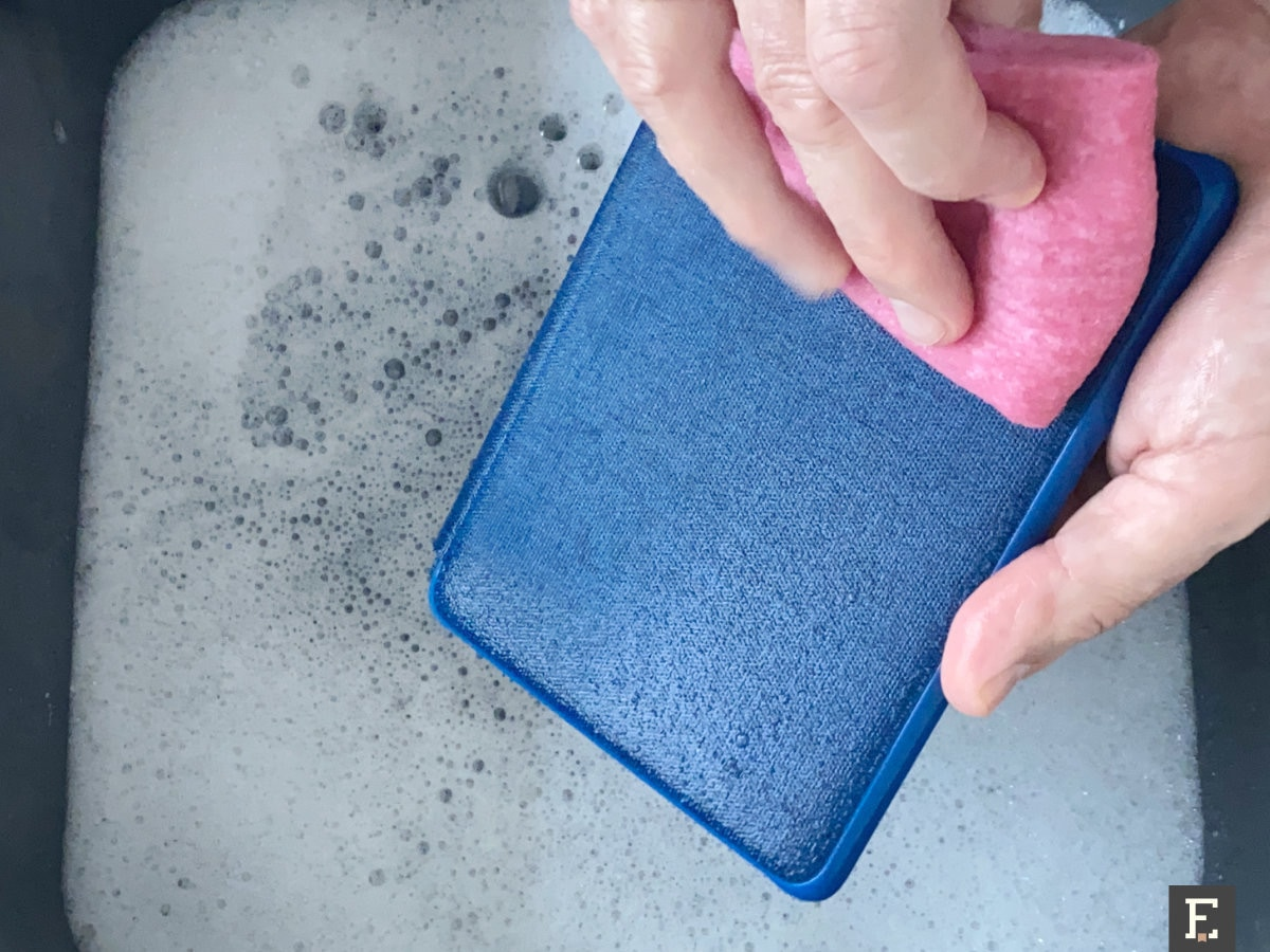 Clean old fabric Kindle case with wet cloth and detergent